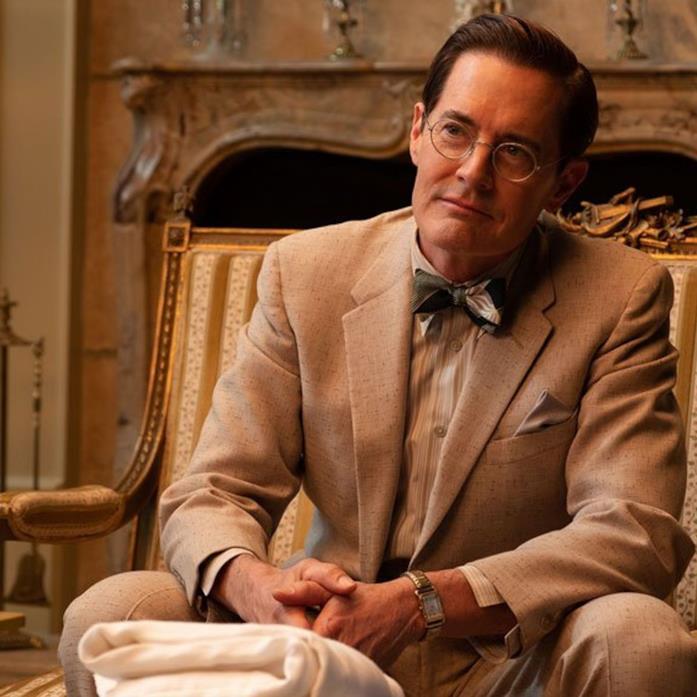Il dr. Karlock durante una visita a casa Capone