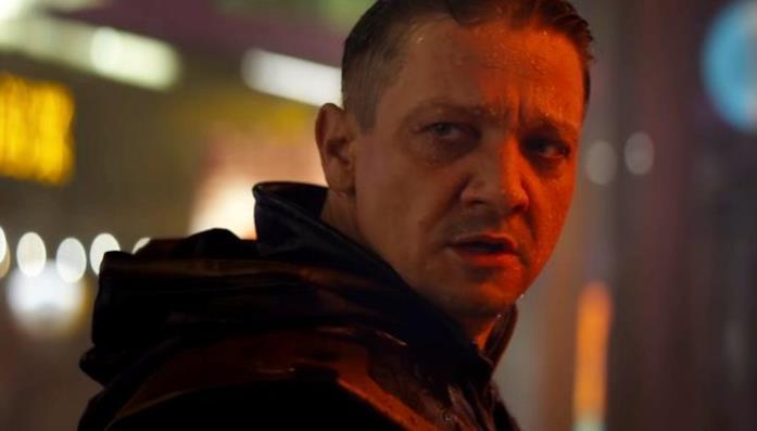Un primo piano di Jeremy Renner come Ronin in Avengers: Endgame
