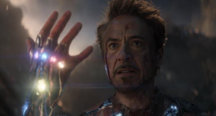 Iron Man (Robert Downey Jr.) prima di schioccare le dita in Avengers: Endgame