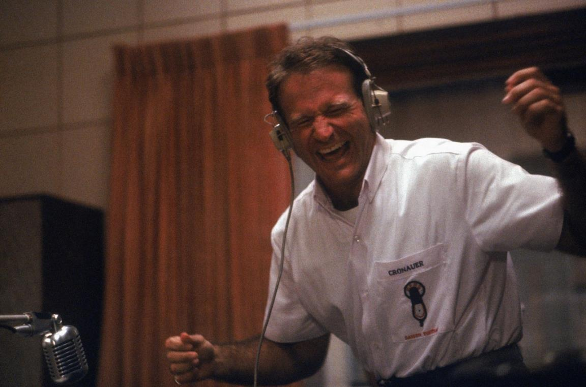 Robin Williams in una scena del film Good Morning, Vietnam