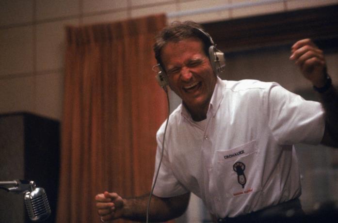 Robin Williams in una scena del film Good Morning, Vietnam