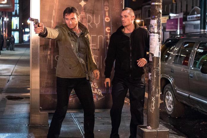 Liam Neeson e Joel Kinnaman in una scena del film