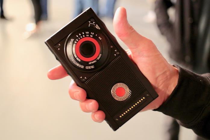 Dettagli sulla doppia fotocamera frontale di Red Hydrogen One