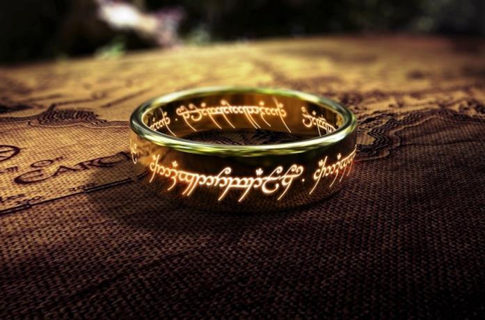L'anello del potere è posizionato su una cartina della Terra di Mezzo
