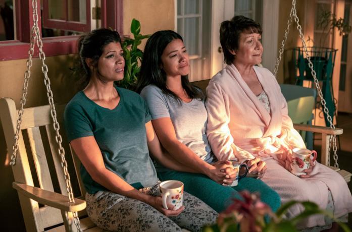 Jane, Xiomara e Abuela a casa Villanueva in Jane The Virging