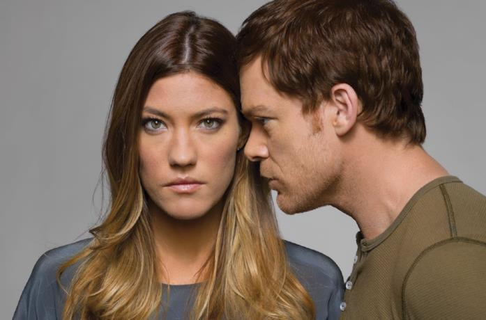 Debra e Dexter Morgan nella serie TV Dexter