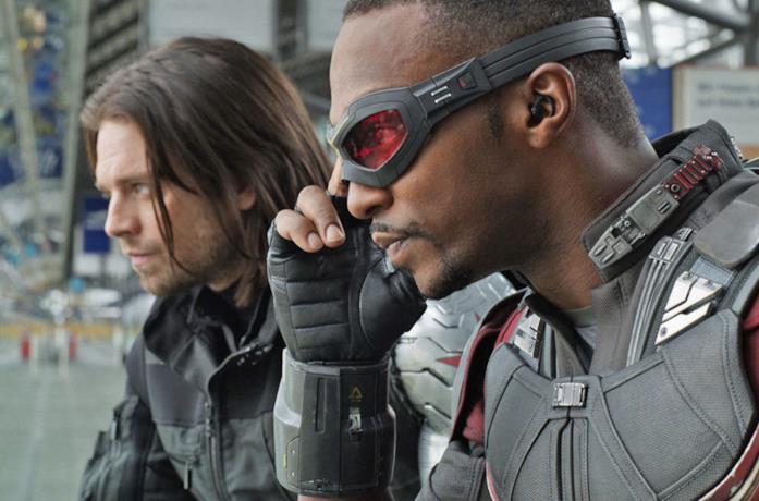 Primo piano di Sam Wilson e Bucky Burnes in una scena di Captain America: Civil War