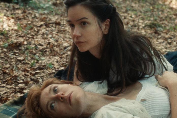 Katherine Waterston e Vanessa Kirby