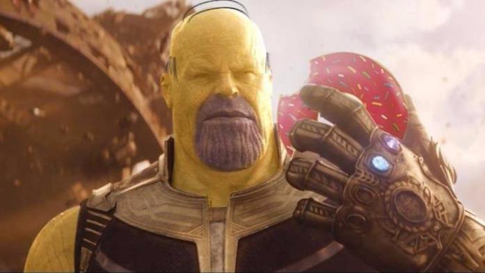 Thanos nel trailer di Avengers: Infinity War come Homer Simpson
