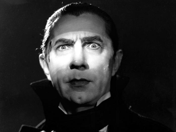 Un primo piano che ritrae Bela Lugosi nei panni di Dracula
