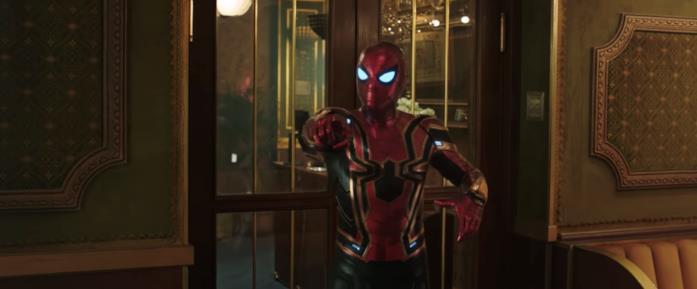 Il costume Iron Spider indossato da Peter in una scena di Spider-Man: Far From Home