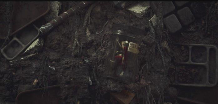 Thor in versione rana dentro un barattolo di vetro
