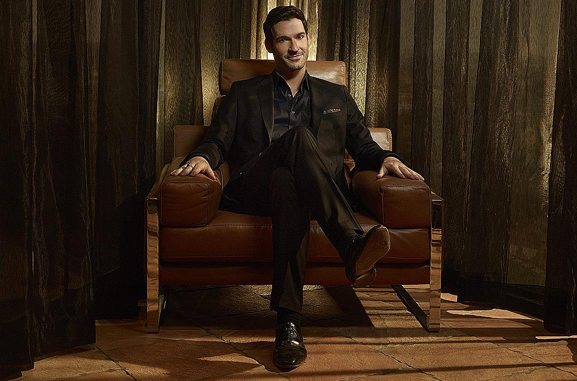 Primo piano di Tom Ellis come Lucifer
