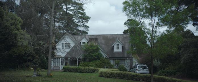 La casa in cui si svolge il film Relic, immersa nel verde e apparentemente innocua
