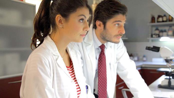 Alice (Alessandra Mastronardi) e Claudio (Lino Guanciale) ne L'allieva