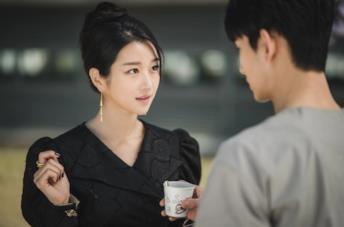 Seo Ye-ji è Ko Mun-yeong in una scena della serie It's Okay to Not Be Okay