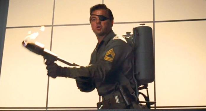 Leonardo DiCaprio in una scena di C'Era Una Volta A... Hollywood