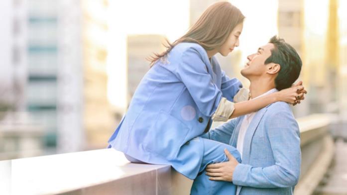 Due innamorati s'incontrano di persona in Love Virtually