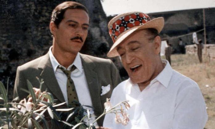 Nino Manfredi e Totò in una scena del film