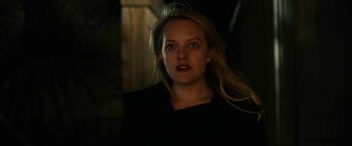Cecilia torna nella casa di Adrian per affrontarlo