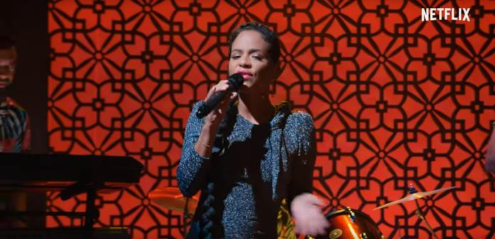 Christina Milian mentre canta in Resort to Love