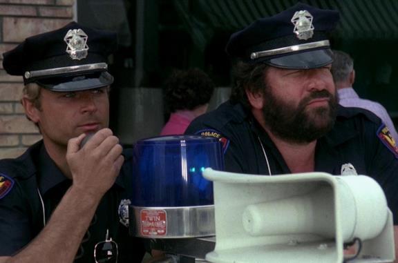 I due superpiedi quasi piatti: dal cast alla sigla, tutto sul film con Bud Spencer e Terence Hill