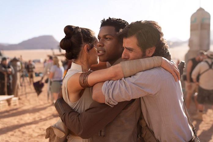 Daisy Ridley, John Boyega e Oscar Isaac in una scena del film L'ascesa di Skywalker