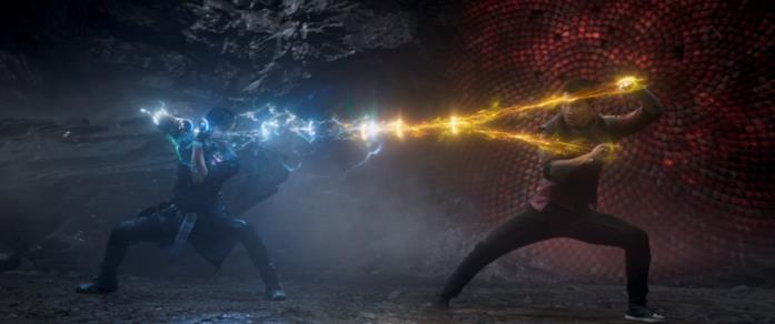 Shang-Chi e il Mandarino combattono con gli anelli