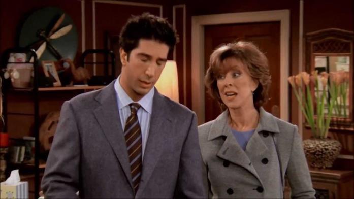 Judy Geller in una scena di Friends