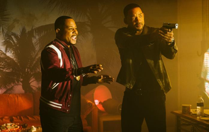 Mike e Martin sono cercano di far ragionare un sospetto
