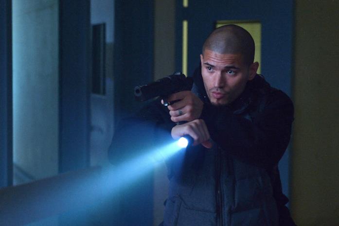 L'ex criminale Augustin Gus Elizalde è interpretato da Miguel Gomez