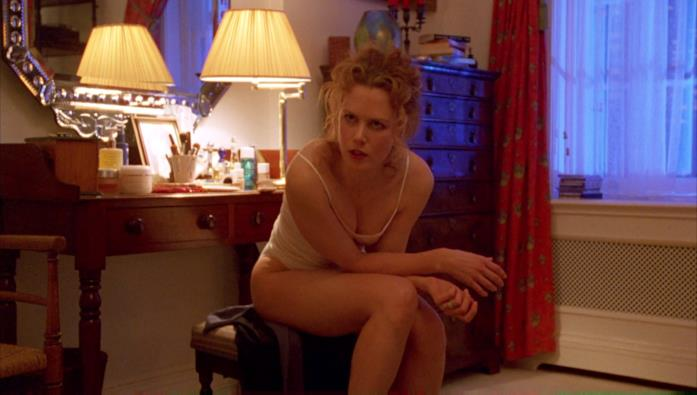 Un'immagine che vede Nicole Kidman durante una scena di Eyes Wide Shut