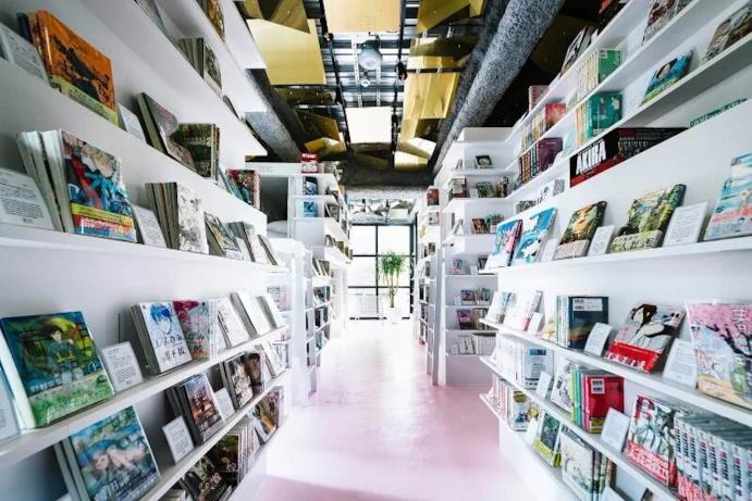 Librerie piene di manga nell'hotel