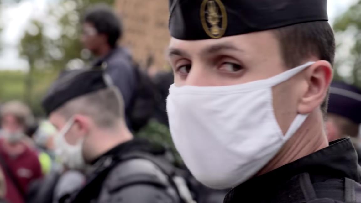 Hold-Up, cosa dice davvero il documentario francese che piace ai complottisti