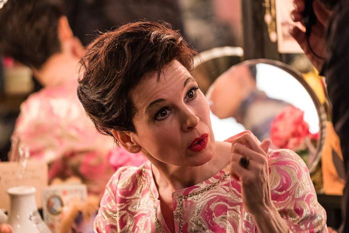 Un primo piano di Renée Zellweger nel biopic Judy