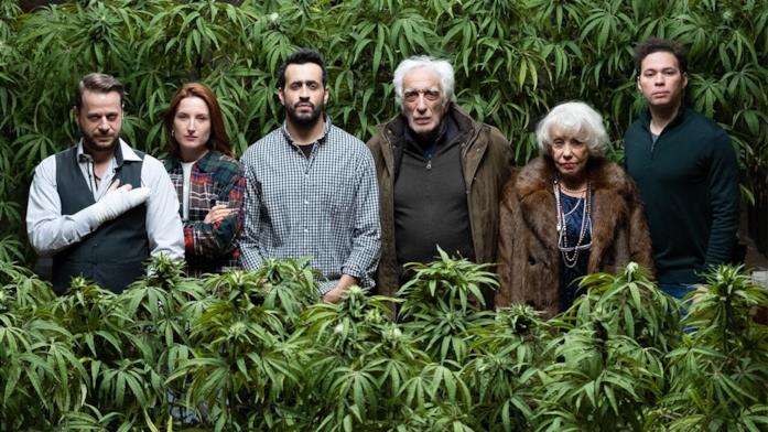 Joseph e la sua famiglia sono circondati dalla marijuana