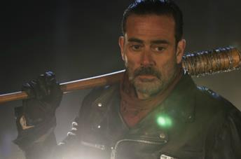 Negan in un'immagine del season finale di The Walking Dead 6