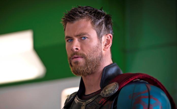 L'attore Chris Hemsworth interpreta Thor in una sequenza di Ragnarok