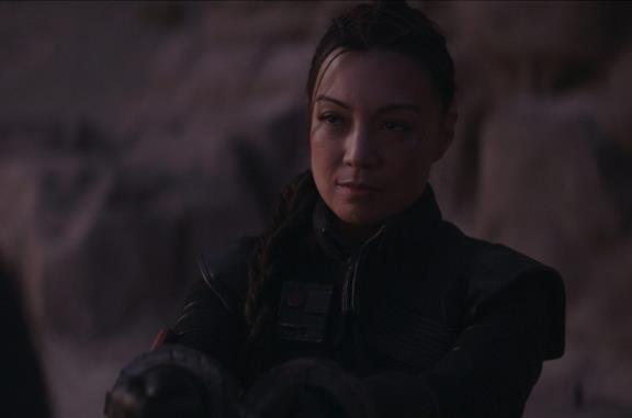 Ming-Na Wen in una scena della serie The Mandalorian