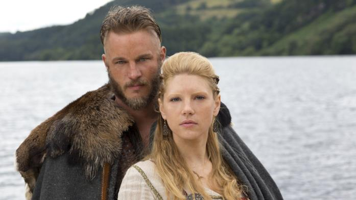 Primo piano di Katheryn Winnick e Travis Fimmel in Vikings