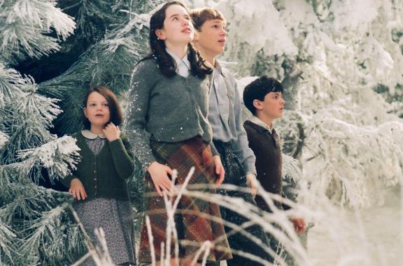 I fratelli Pevensie fanno il loro ingresso a Narnia