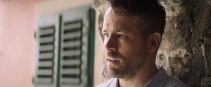 Ryan Reynolds interpreta l'ex bodyguard Michael Bryce