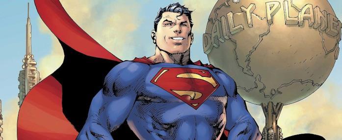Superman, con il classico vestito, si trova vicino alla sede del Daily Planet