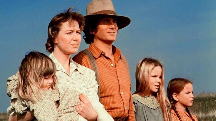 Charles e gli altri componenti della famiglia Ingalls