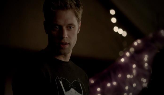 Shaun Sipos è Aaron Whitemore in The Vampire Diaries