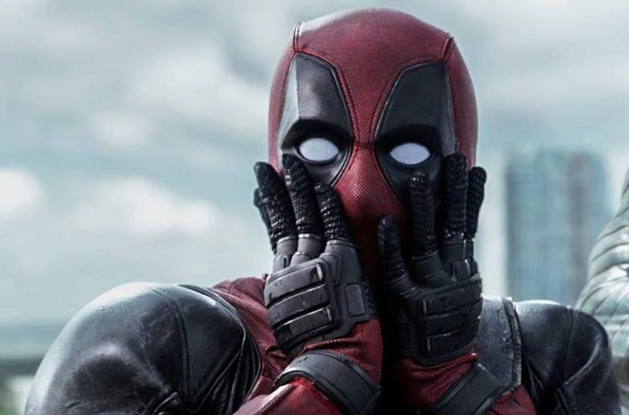 Deadpool è incredulo, portando le mani al volto