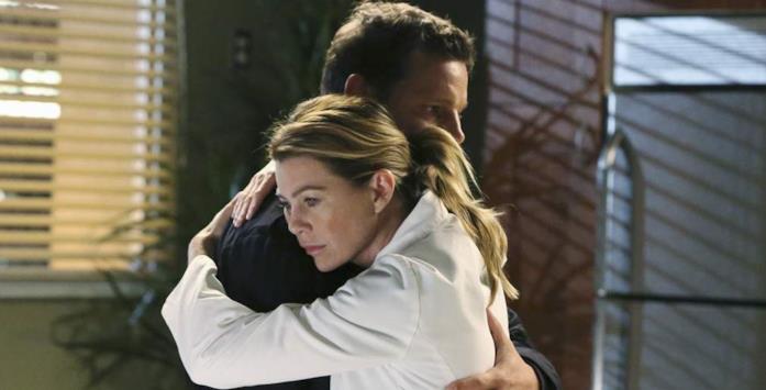 Un momento di conforto tra Alex e Meredith