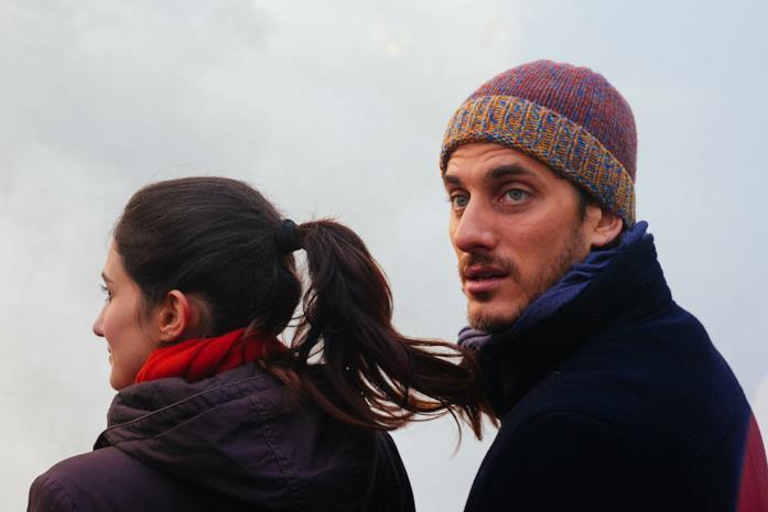 Luca Marinelli e Linda Caridi in una scena di Ricordi?