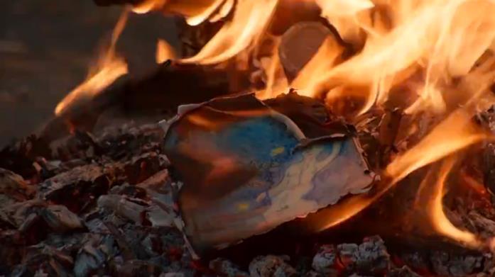 La fata blu brucia nel finale della seconda stagione di L'amica geniale