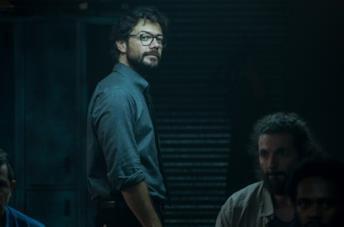 Álvaro Morte è Il Professore nella serie TV La casa di carta